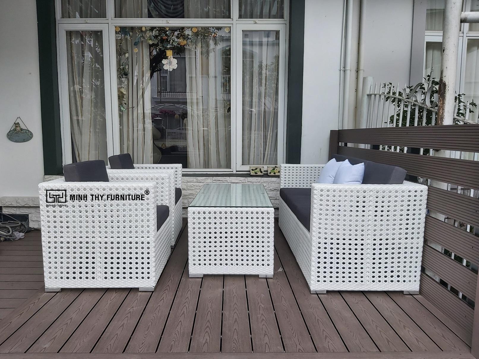 Bàn ghế mây nhựa chuyên dùng cho không gian ngoại thất sân vườn