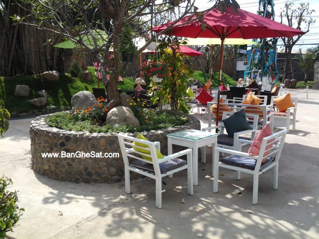 Bàn ghế cafe sân vườn bằng chất liệu sắt ống của Nội thất Minh Thy tại Art Garden Cafe