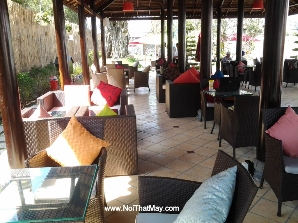 Bàn ghế cafe sân vườn bằng chất liệu nhựa giả mây của Nội thất Minh Thy tại Art Garden Cafe