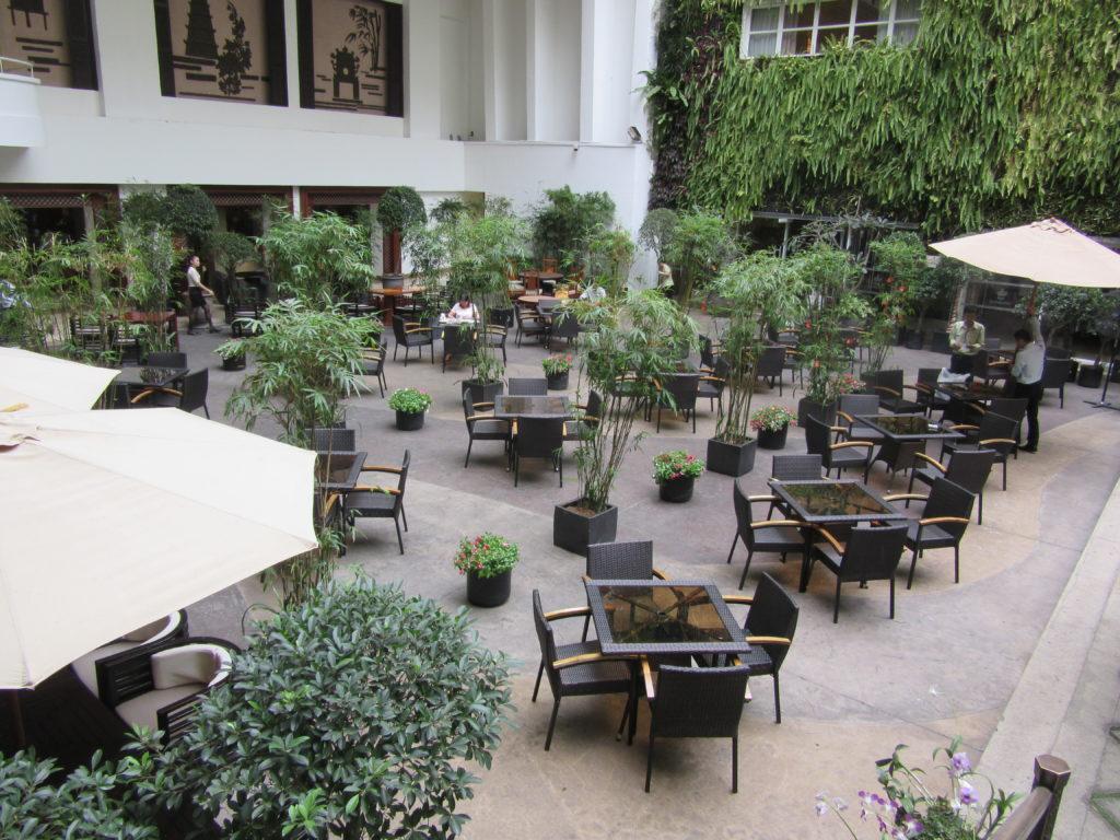 Bàn ghế nhựa giả mây Minh Thy Furniture cung cấp cho Hotel Red