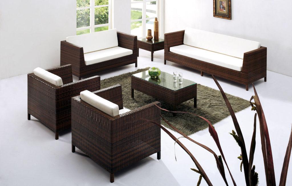 Sofa mây nhựa mang màu sắc hiện đại giúp không gian tiếp khách thêm phần sang trọng
