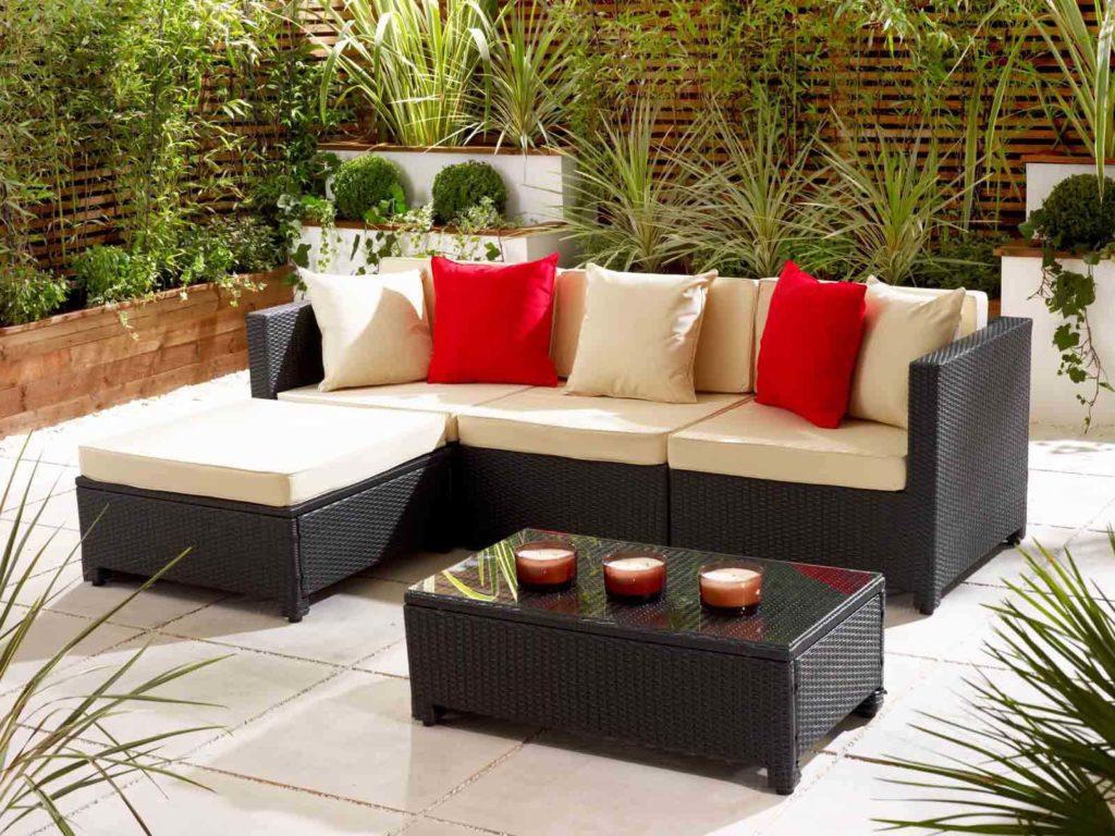 Sofa tiếp khách nhỏ gọn kết hợp với màu vải nệm tươi tắn làm tăng thêm sự nổi bật của văn phòng của bạn