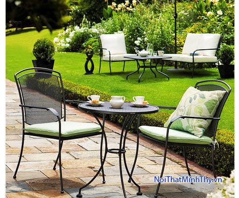 Bàn ghế sắt sân vườn không gian ấm cúng lãng mạn của gia đình