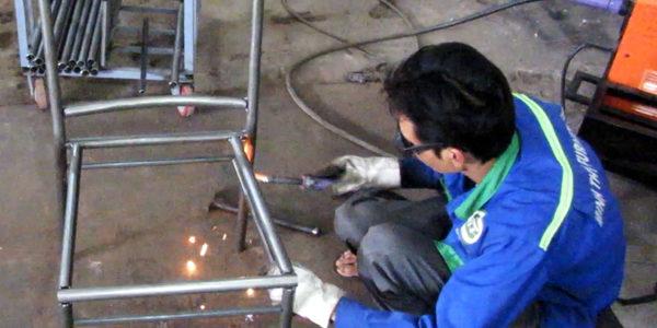 Sản xuất khung ghế cafe mây nhựa tại xưởng cơ khí Minh Thy Furniture