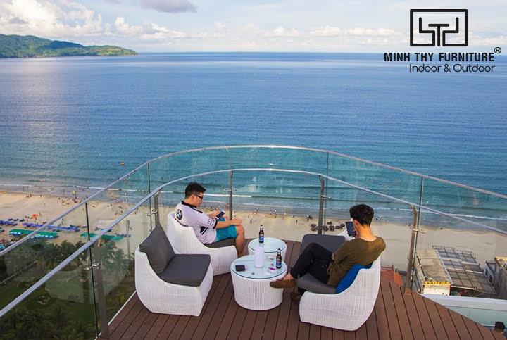 Nội thất Minh Thy cung cấp ghế quầy bar, sofa mây nhựa, ghế hồ bơi tại Sky21 Bar - Belle Maison Parosand Danang Hotel