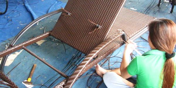 Ghế hồ bơi nhựa giả mây tại Minh Thy Furniture được sản xuất như thế nào?