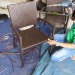 Đan mẫu ghế cafe nhựa giả mây MT236 tại xưởng sản xuất Minh Thy Furniture