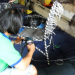 Đan mẫu ghế cafe sân vườn hai màu dây nhựa tại xưởng sản xuất Nội Thất Minh Thy