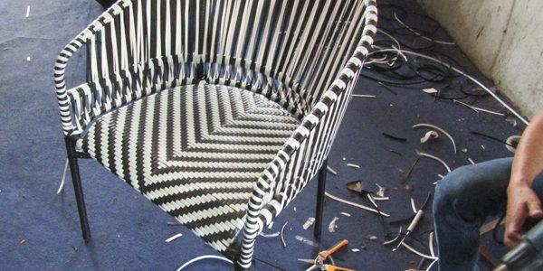 Video quá trình đan mẫu ghế cafe sân vườn với hai màu dây đan kết hợp
