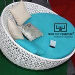 Cách ghế hồ bơi mây nhựa MT445 với kiểu đan hoa mai được tạo ra