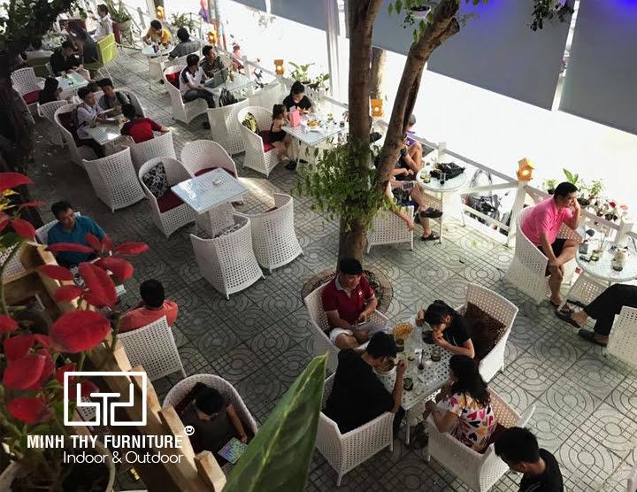 Bàn ghế mây nhựa ngoài trời Minh Thy Furniture cung cấp cho Nhân Coffee