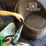 Ghế trứng mây nhựa được đan tại xưởng Minh Thy Furniture như thế nào?