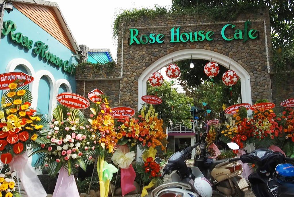 Minh Thy Furniture cung cấp bàn ghế sắt sân vườn cho quán Rose House Café