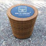 Kĩ năng điêu luyện của người nghệ nhân khi đan bàn ghế sân vườn