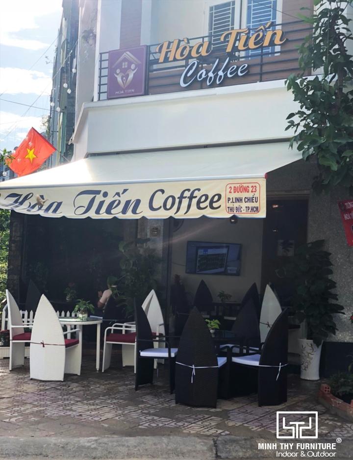 Minh Thy Furniture là nhà cung cấp bàn ghế nhựa giả mây cho Hòa Tiến Coffee