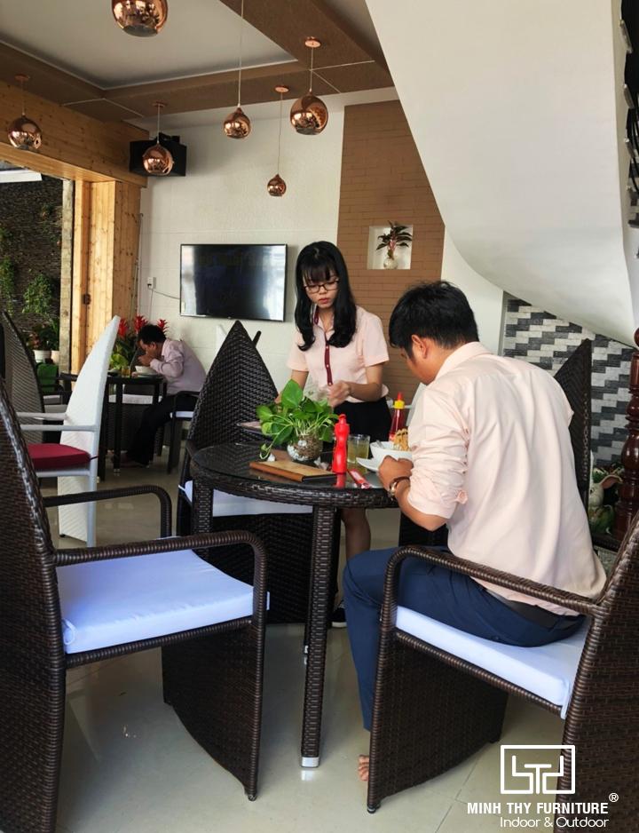 Minh Thy Furniture cung cấp bàn ghế nhựa giả mây cho Hòa Tiến Coffee 3