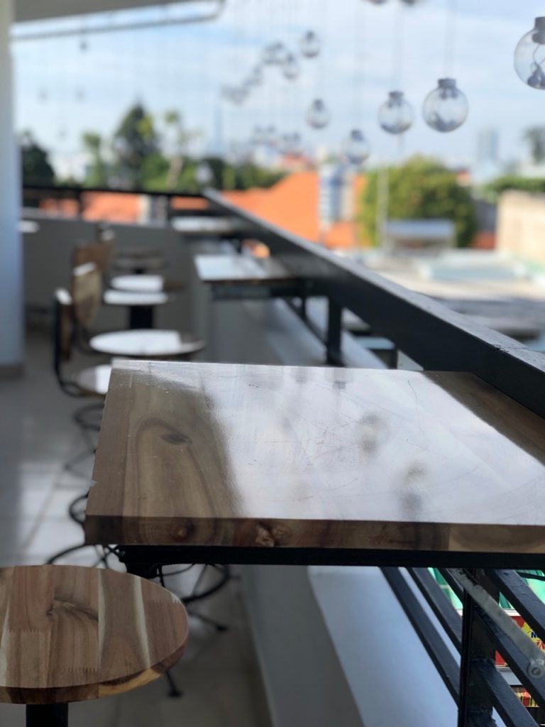 Nội thất đẹp - Ghế quầy bar trang trí ban công