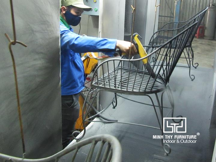 Ý nghĩa của việc sơn tĩnh điện cho bàn ghế sắt 3