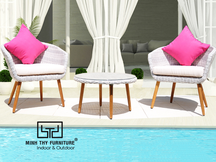 Đôi bàn ghế thư giãn với chất liệu gỗ tự nhiên