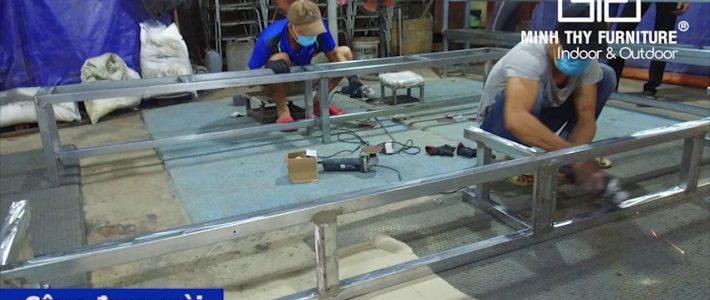 Hoàn thiện băng ghế gỗ từ sắt hộp mạ kẽm mê ngồi gỗ sồi tự nhiên