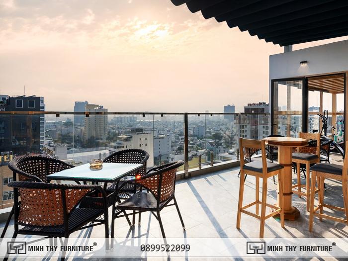 Bàn ghế cafe sân thượng tại Sunny Ocean Hotel & Spa