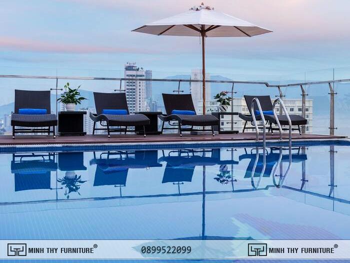 Giường nằm hồ bơi Minh Thy Furniture tại Ghế hồ bơi ngoài trời Sunny Ocean Hotel & Spa