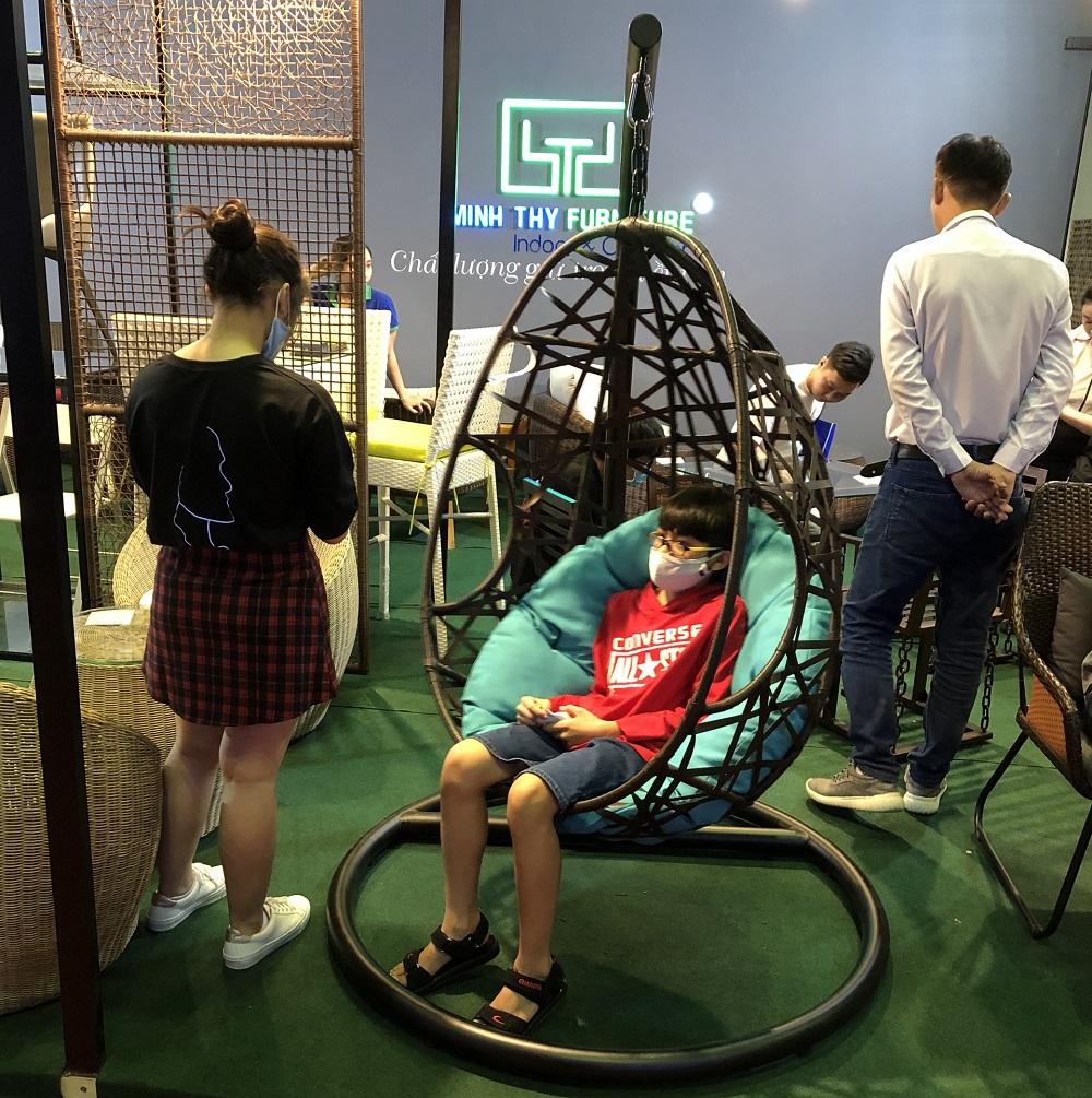 Ghế treo mây nhựa cho căn phòng mơ ước của các bé
