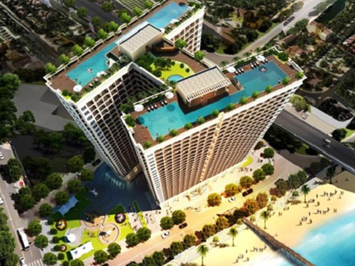 Hồ bơi dát vàng trên sân thượng của Khách Sạn Golden Bay Đà Nẵng